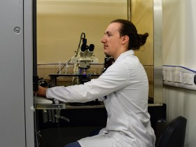Steven Houghton working in laboratory